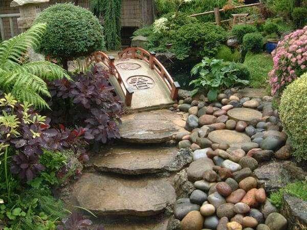 Taşlardan bahçe düzenlemesi yapmak