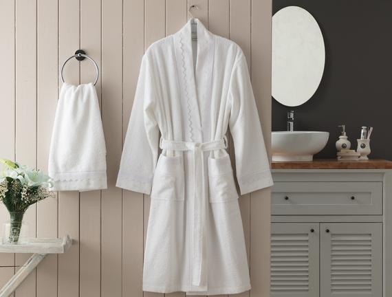 Henrie Kimono Nakışlı Dantelli Kadın Bornoz Seti Beyaz Fiyatı 233.74TL