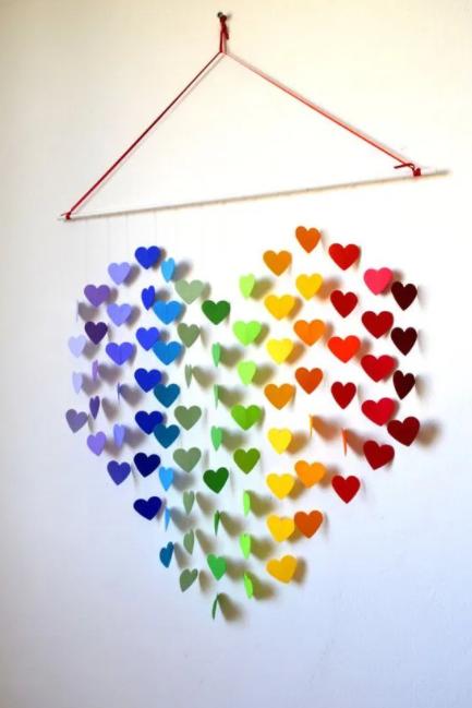 Renkli kalpler ile bir dekor yapmak